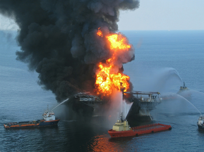 oil-rig-explosion-618704_700px